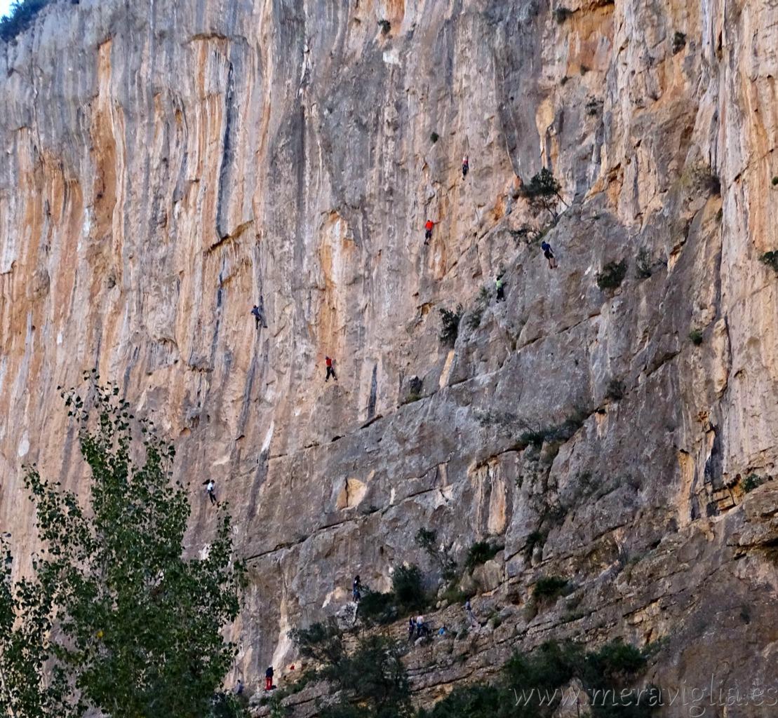 escaladores-en-las-hoces-del-rio-turia