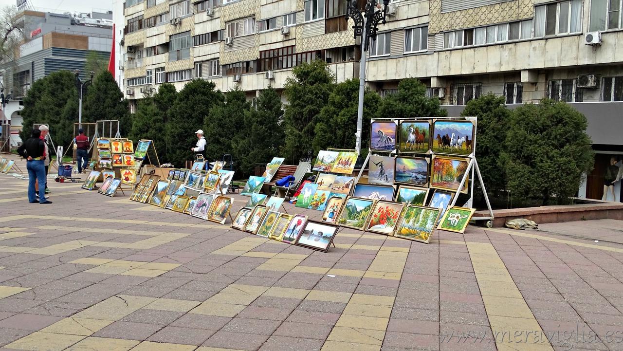 Mercado callejero en Almaty, Kazajistán