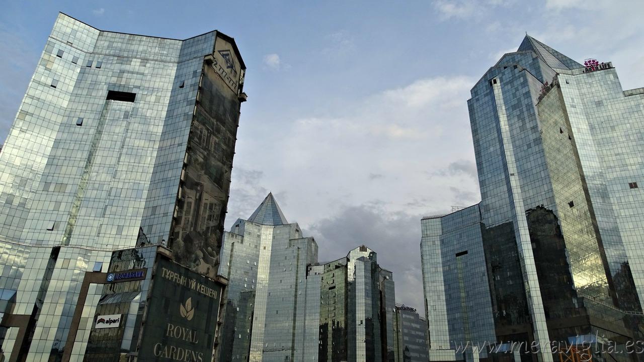 Modernos rascacielos de Almaty, Kazajistan