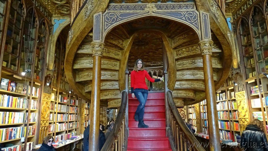 Escalera de la Libreria Lello de Oporto