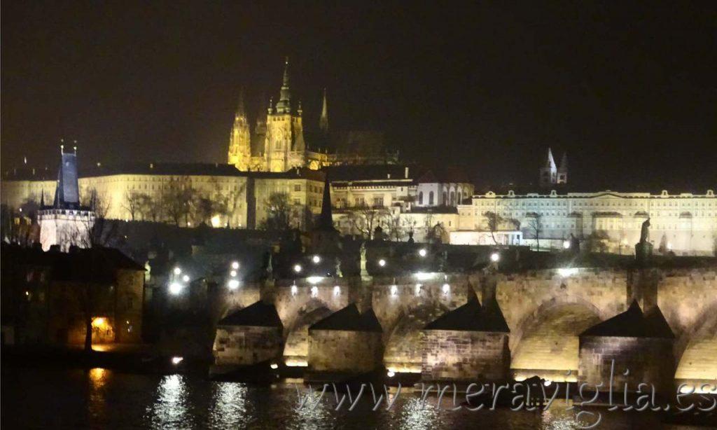 Castillo de Praga de noche
