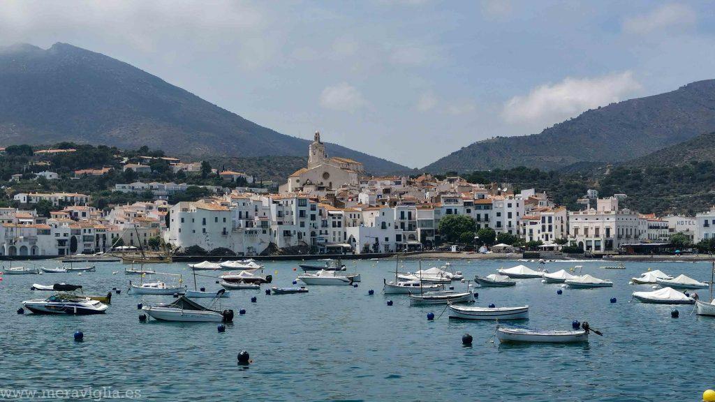 Barcos y vistas a Cadaqués, Girona